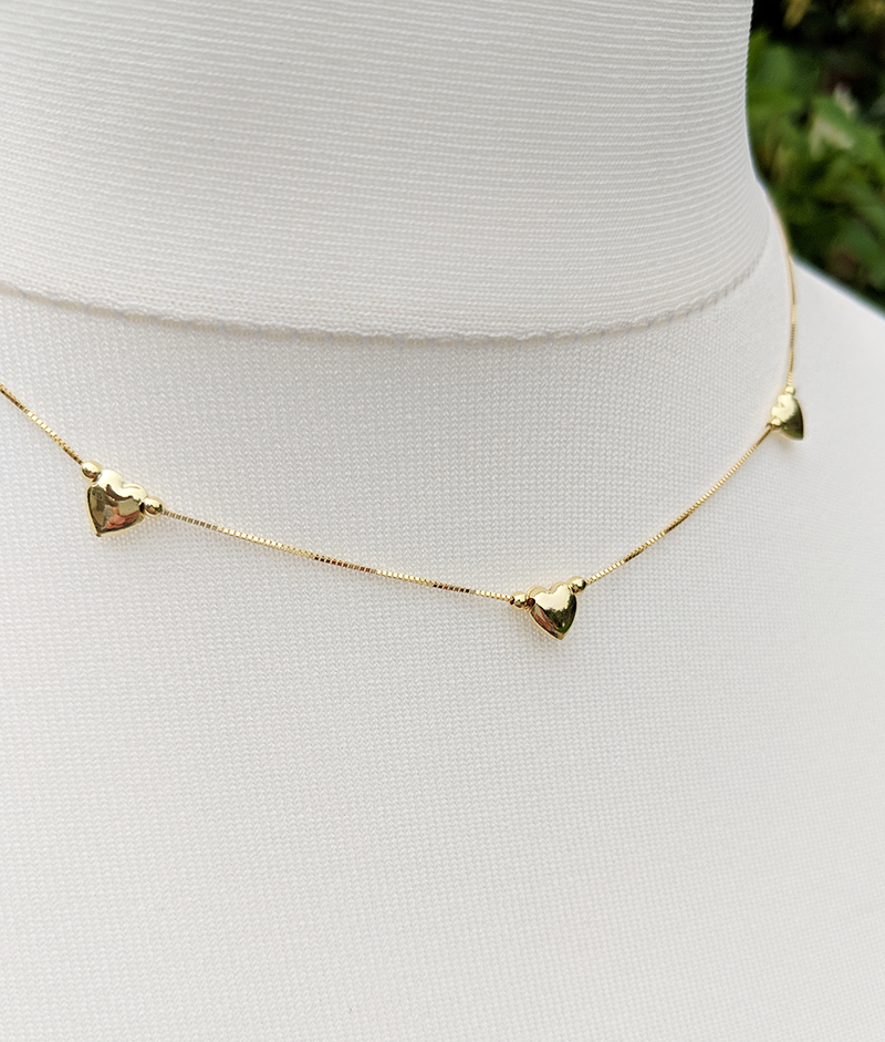 574c44ee0944f 9ct Yellow Gold Three Heart Charm Box Chain Necklace