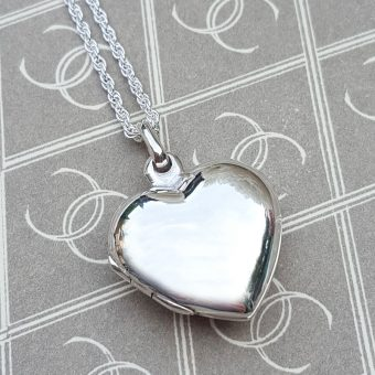 Personalised locket necklace for mum