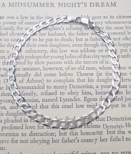 "Ladies Small 9ct White Gold Diamond Cut Curb Bracelet 7"""