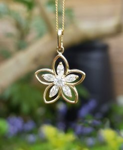 9ct Yellow Gold Sparkling Flower Necklace