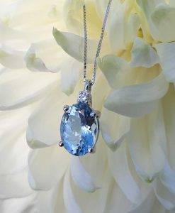 18ct White Gold Aquamarine & Diamond Gemstone Necklace