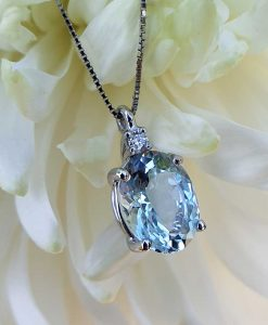 18ct White Gold Aquamarine & Diamond Gemstone Necklace