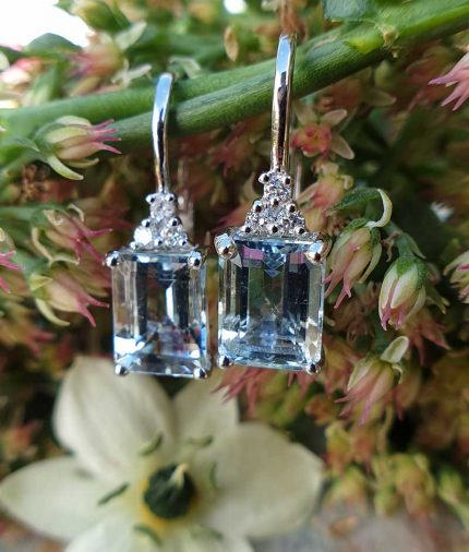 Magnificent 18ct White Gold Aquamarine & Diamond EarringsMagnificent 18ct White Gold Aquamarine & Diamond Earrings