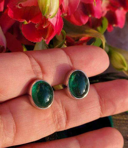 18ct white gold emerald stud earrings